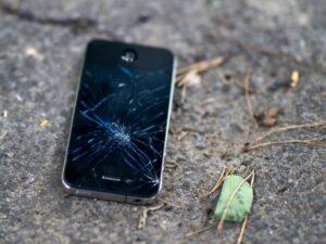 شکستن صفحه گوشی
